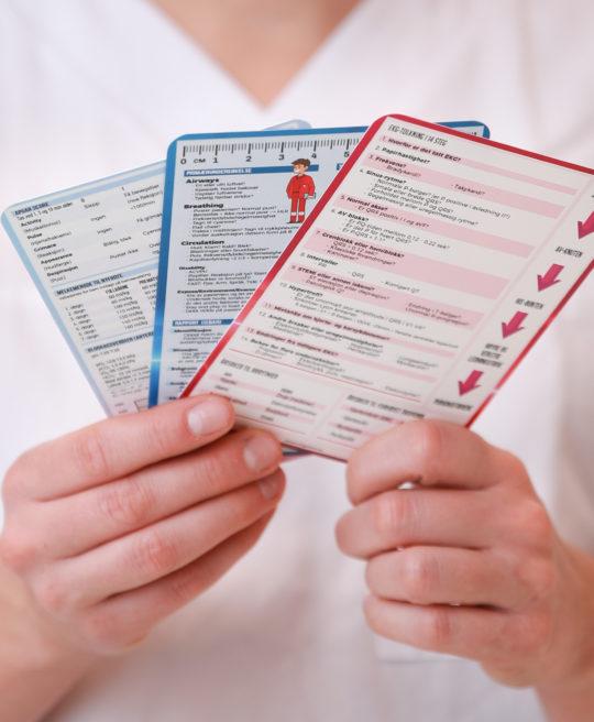 Bilde av medisinske referansekort for helsepersonell og studenter, fra Cingulum