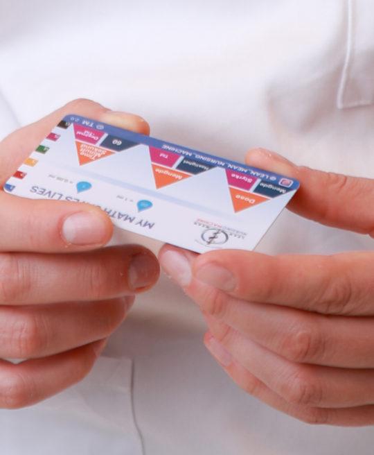 Bilde av helsepersonell med legemiddelregningskort fra Cingulum AS