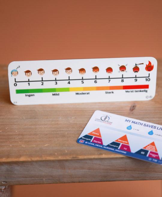Bilde av referansekort med smerteskala og legemiddelregningskort fra Cingulum