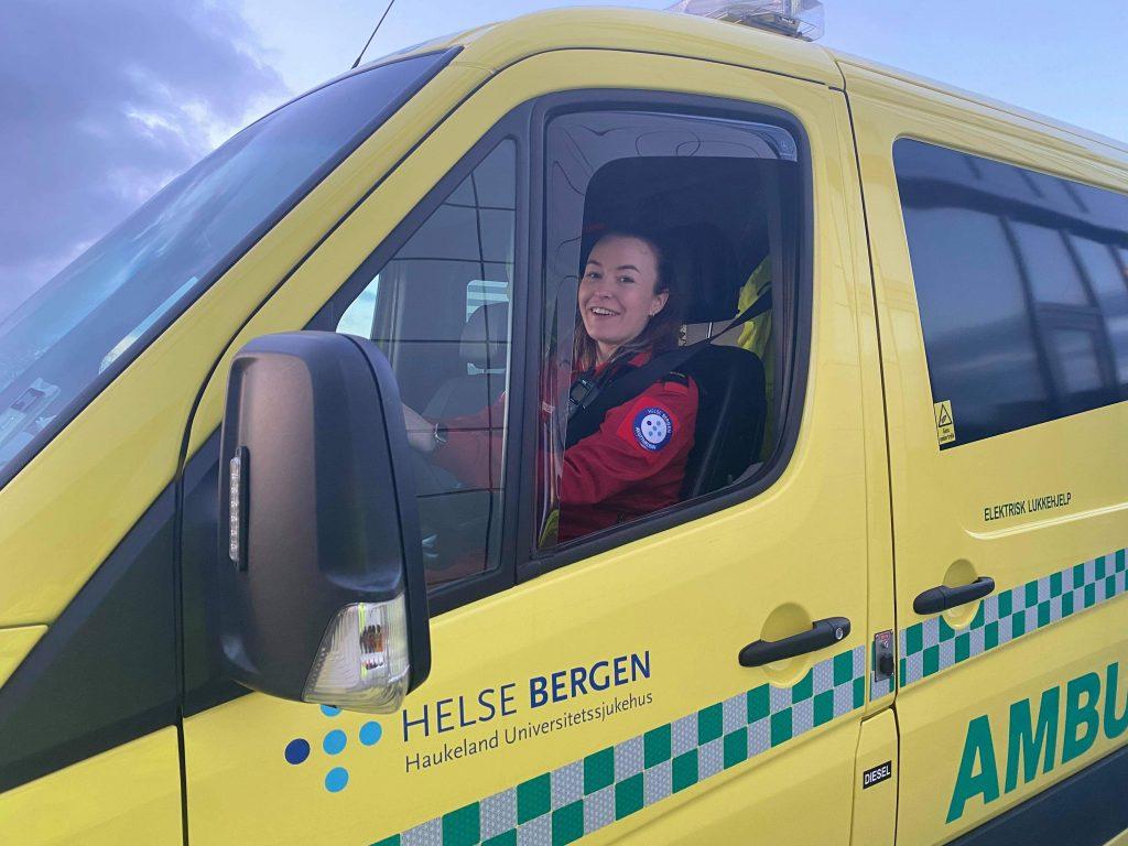 Tine-Tangerud-Sykepleier-i-ambulansen-cingulum